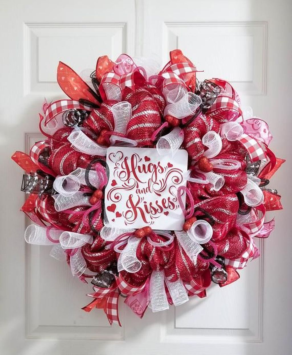 Fabulous Valentine Wreath Design Ideas FOr Your Front Door Decor 18