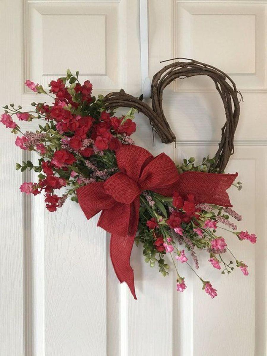 Fabulous Valentine Wreath Design Ideas FOr Your Front Door Decor 20