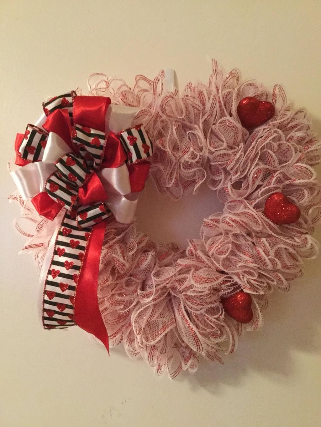 Fabulous Valentine Wreath Design Ideas FOr Your Front Door Decor 21