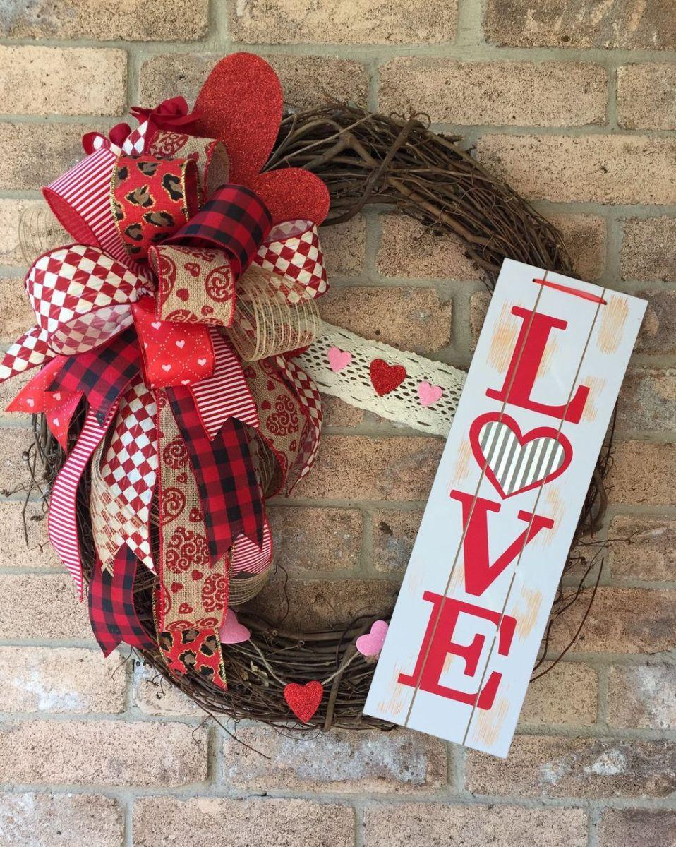 Fabulous Valentine Wreath Design Ideas FOr Your Front Door Decor 22