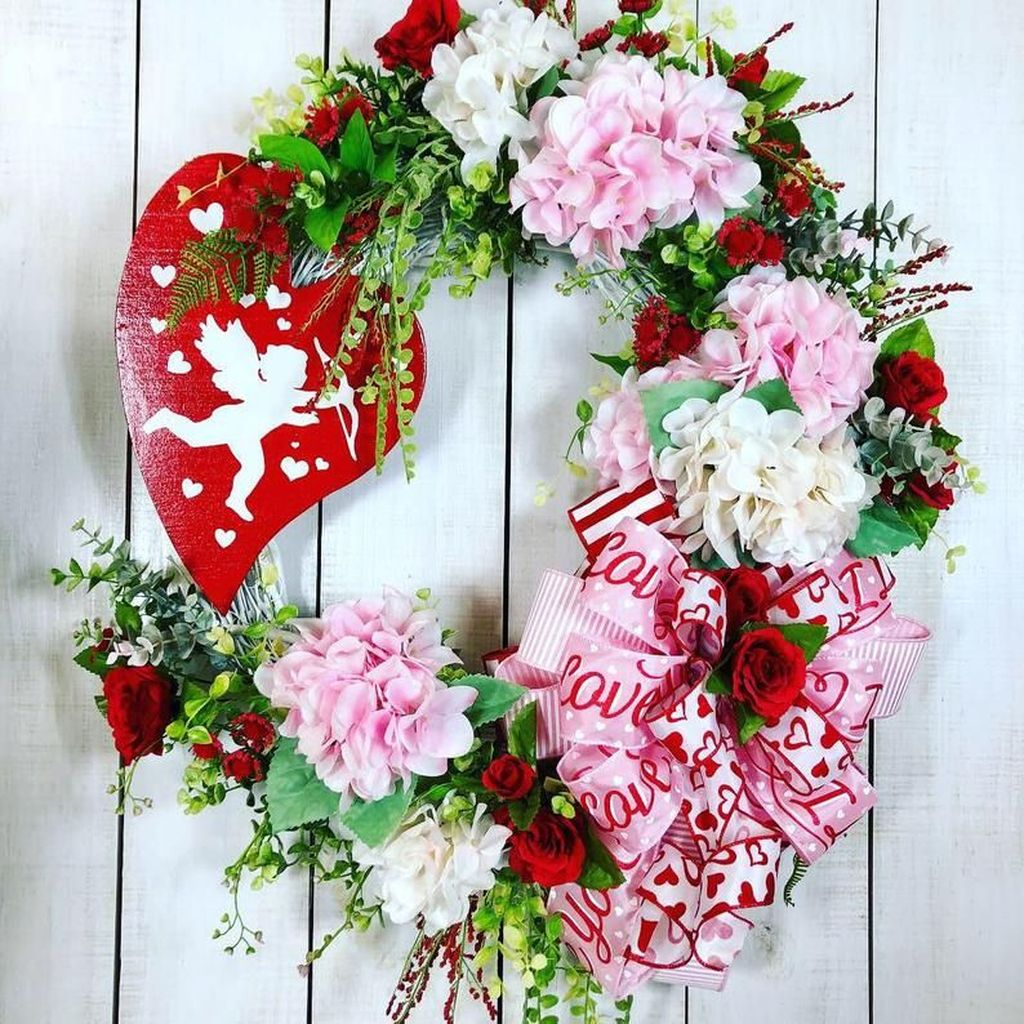 Fabulous Valentine Wreath Design Ideas FOr Your Front Door Decor 23