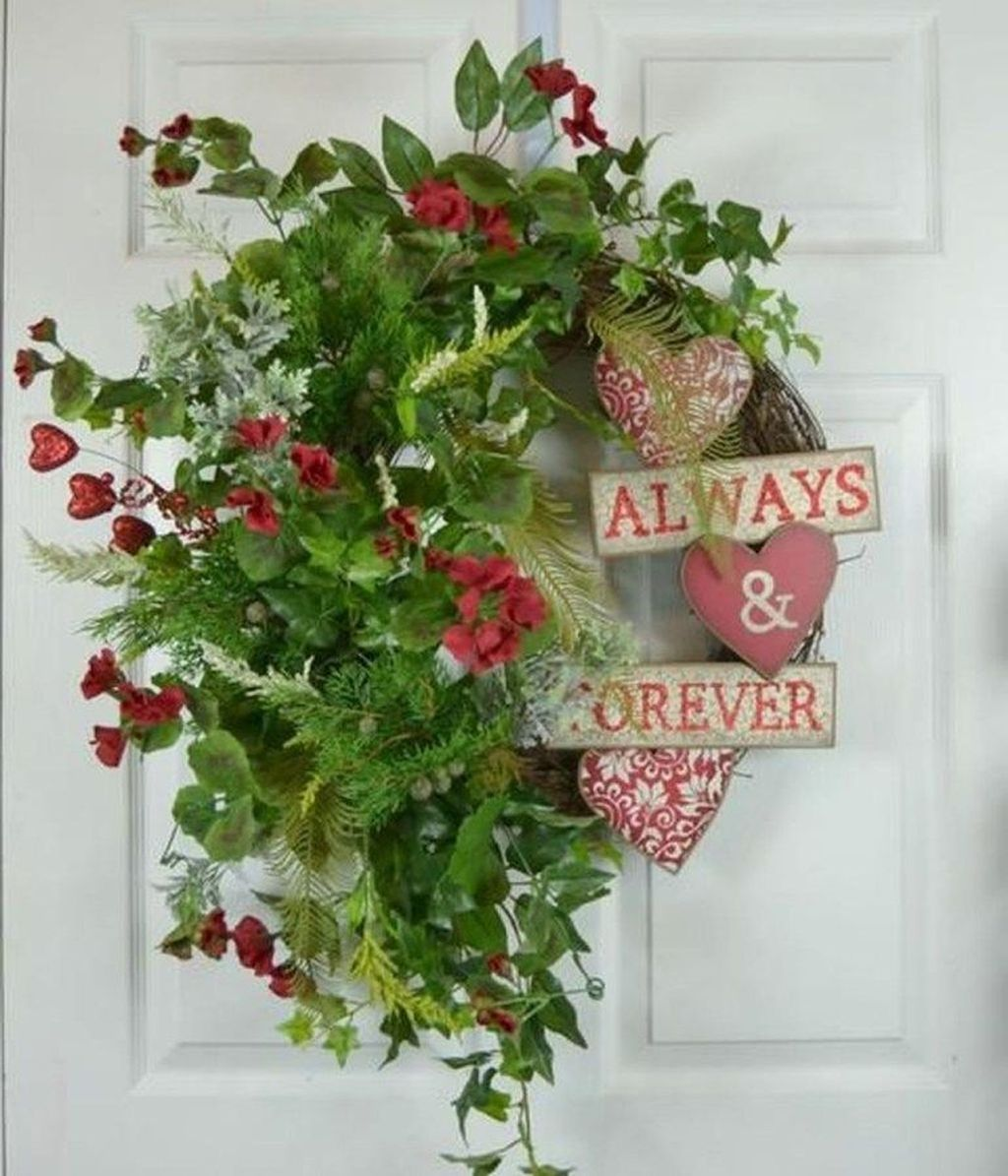 Fabulous Valentine Wreath Design Ideas FOr Your Front Door Decor 24