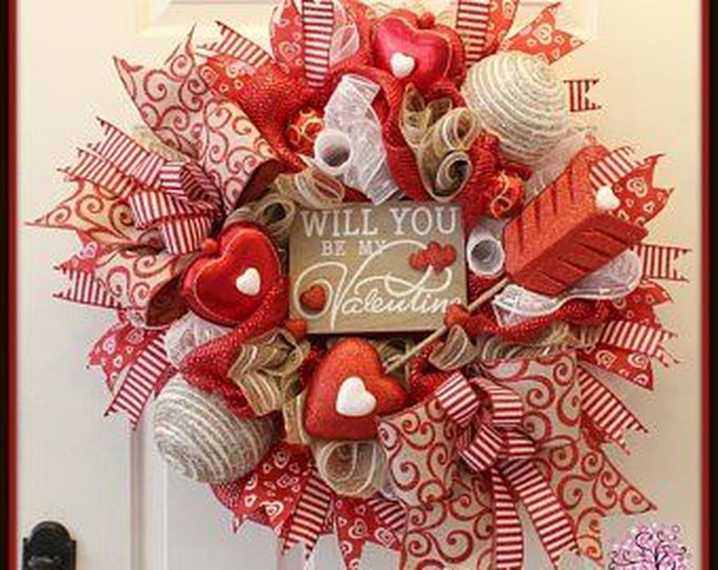 Fabulous Valentine Wreath Design Ideas FOr Your Front Door Decor 32