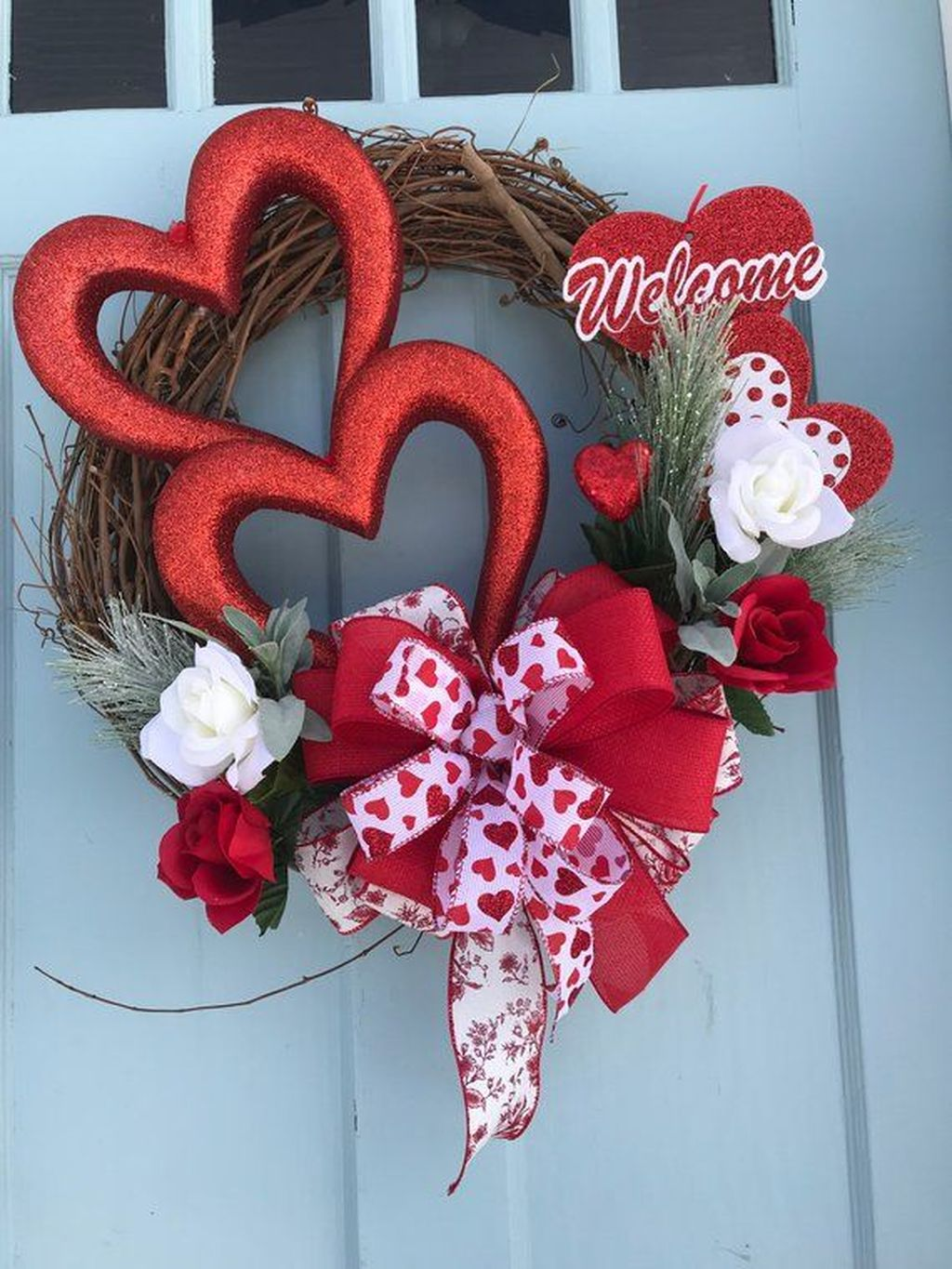 Fabulous Valentine Wreath Design Ideas FOr Your Front Door Decor 34