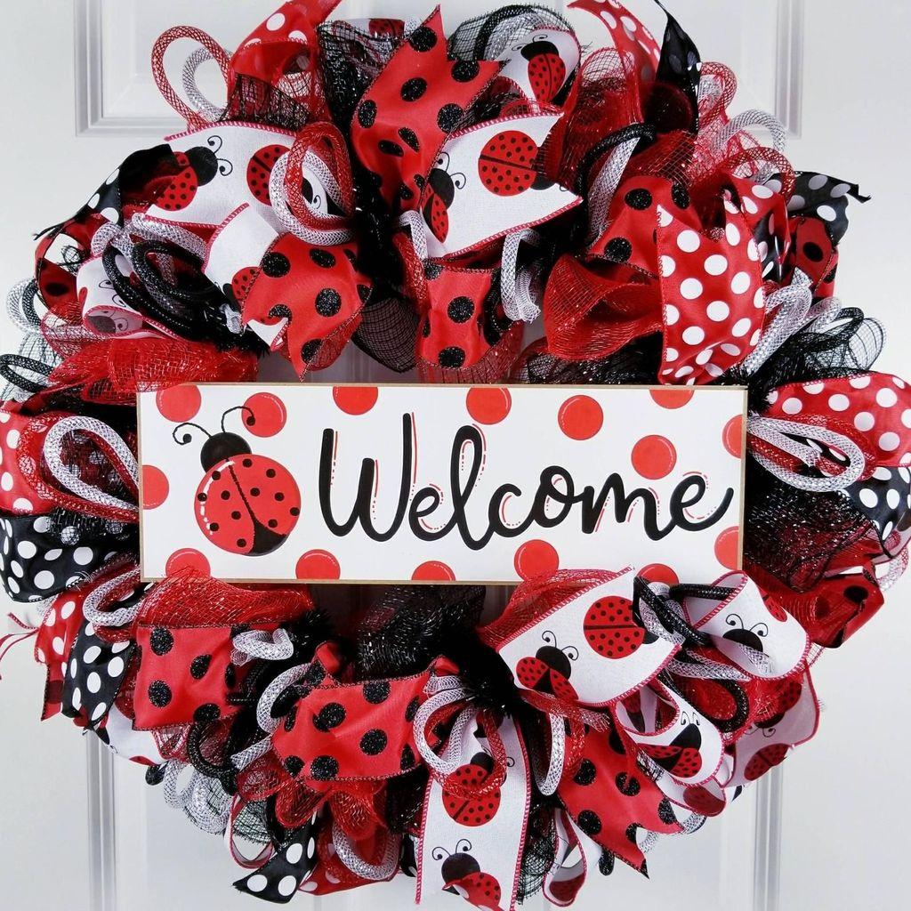 Fabulous Valentine Wreath Design Ideas FOr Your Front Door Decor 35