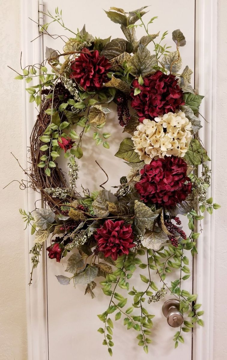 Fabulous Valentine Wreath Design Ideas FOr Your Front Door Decor 38