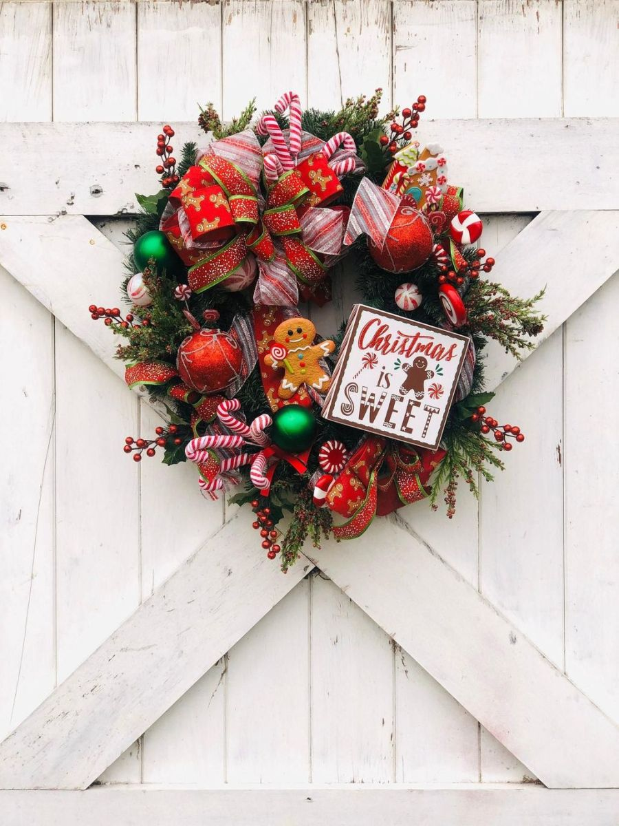Fabulous Valentine Wreath Design Ideas FOr Your Front Door Decor 41