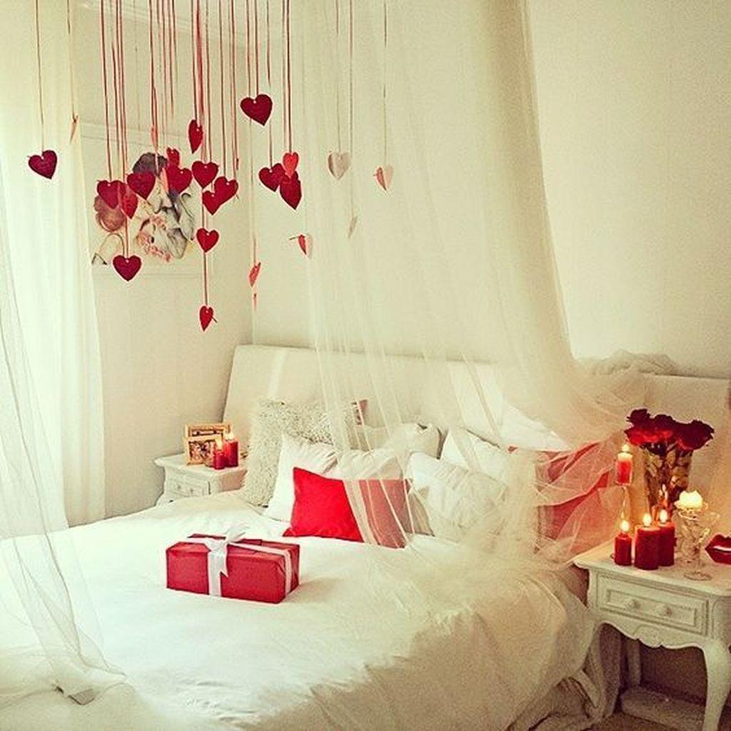 Gorgeous Romantic Valentine Bedroom Decoration Ideas 03