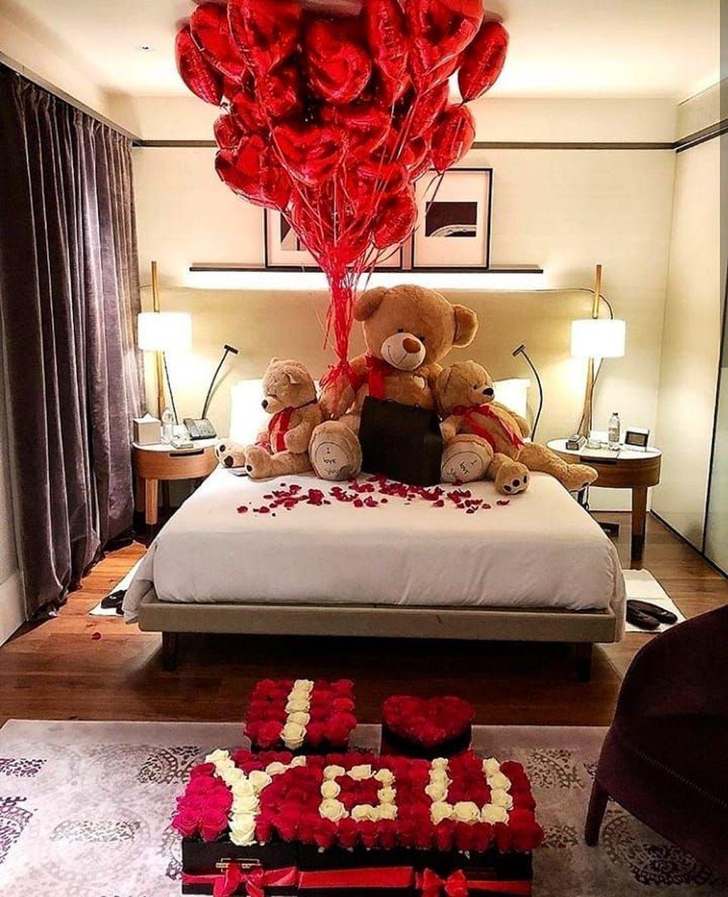 Gorgeous Romantic Valentine Bedroom Decoration Ideas 07