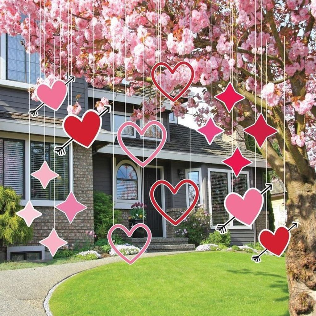 Inspiring Outdoor Valentine Decor Ideas That You Definitely Like 11