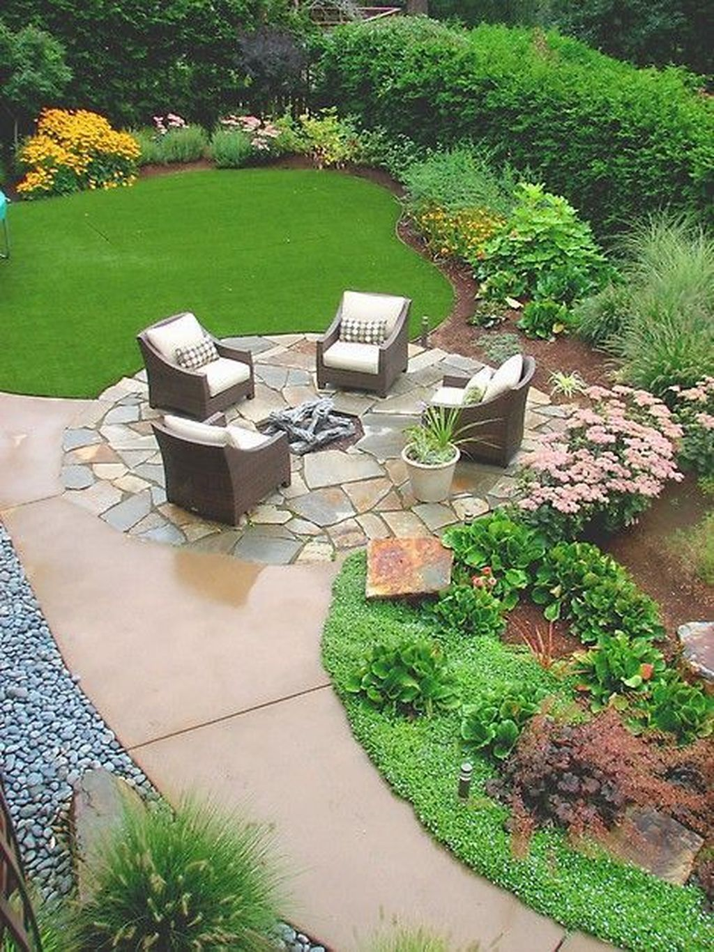 Beautiful Spring Backyard Landscape Ideas You Should Copy 16