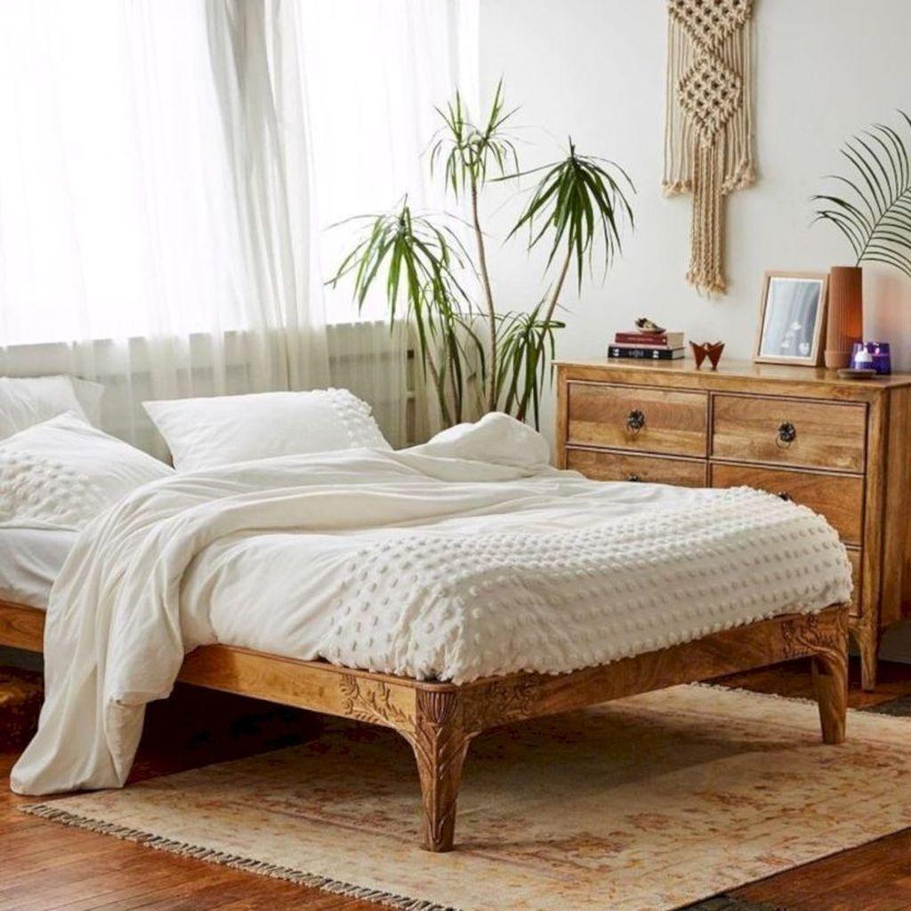 Beautiful White Master Bedroom Decorating Ideas 17