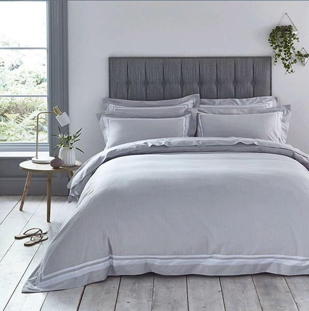 Beautiful White Master Bedroom Decorating Ideas 19