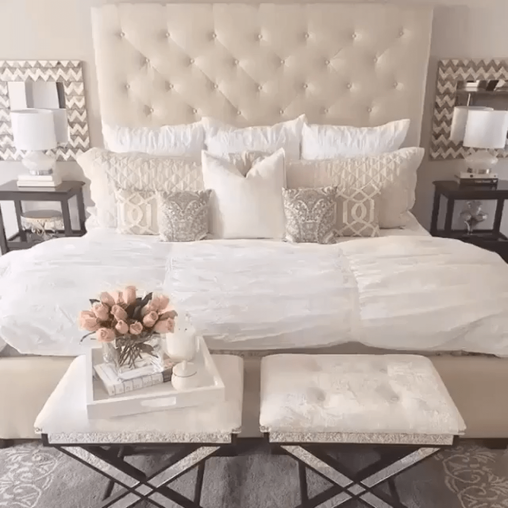 Beautiful White Master Bedroom Decorating Ideas 21