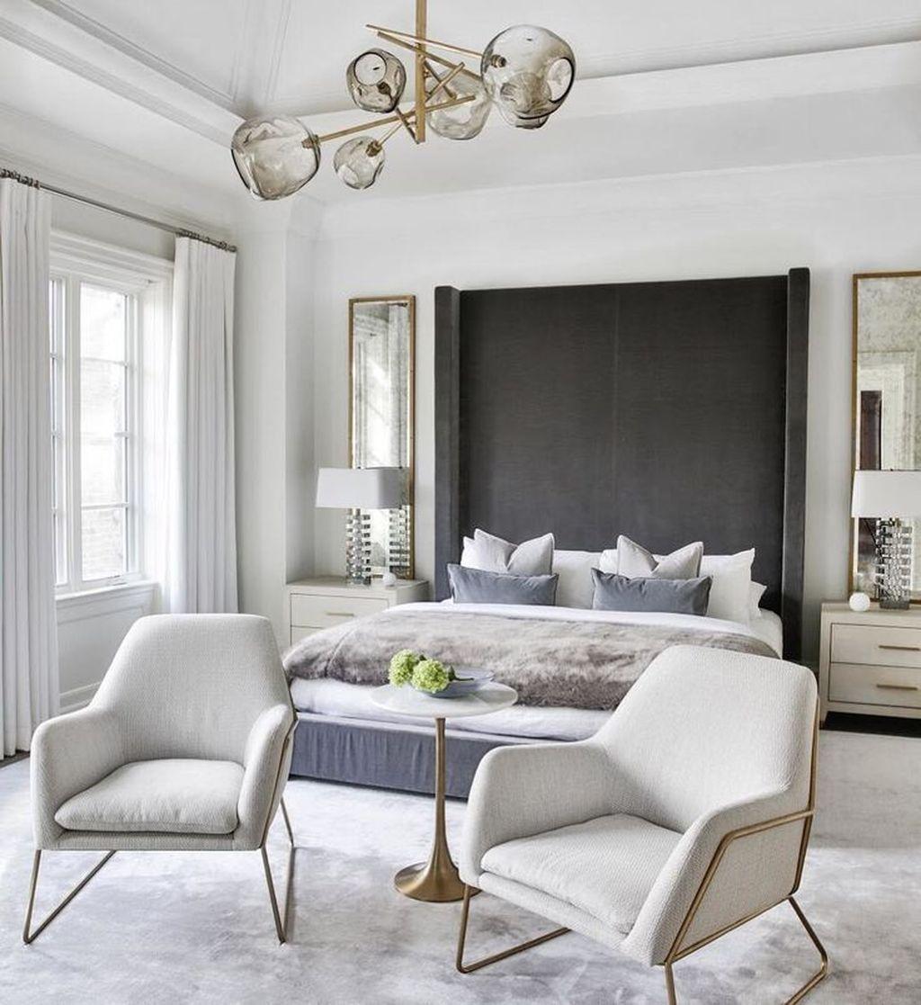 Beautiful White Master Bedroom Decorating Ideas 25