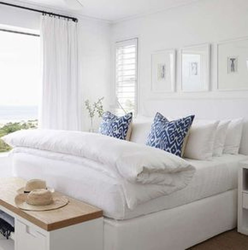 Beautiful White Master Bedroom Decorating Ideas 32