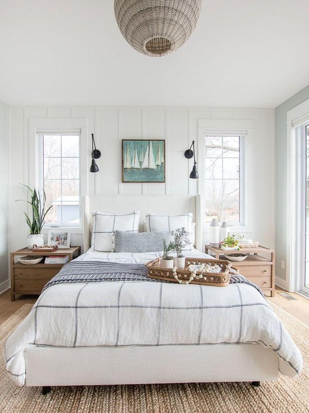 Beautiful White Master Bedroom Decorating Ideas 35