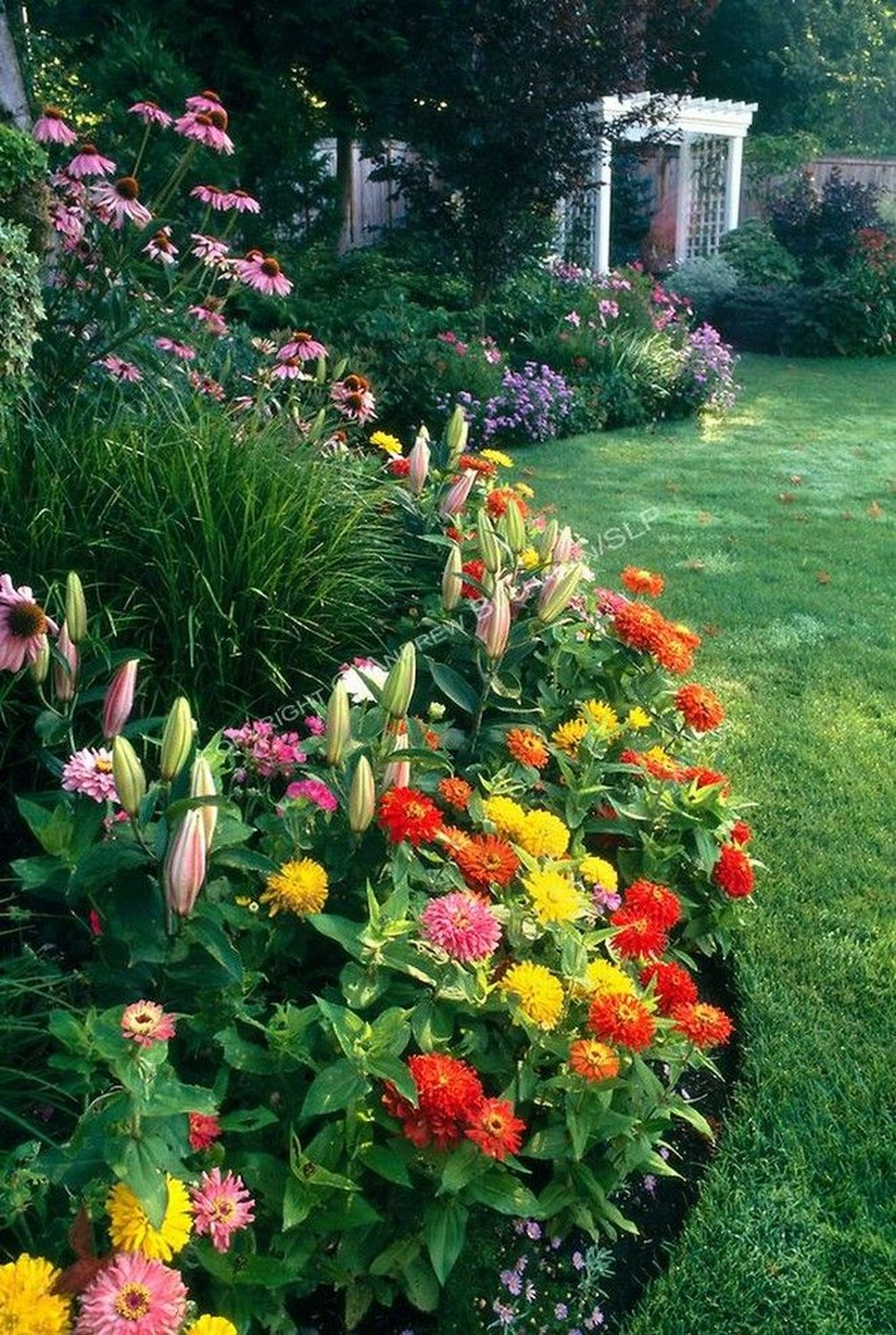 Fascinating Front Yard Cottage Garden Decor Ideas 33