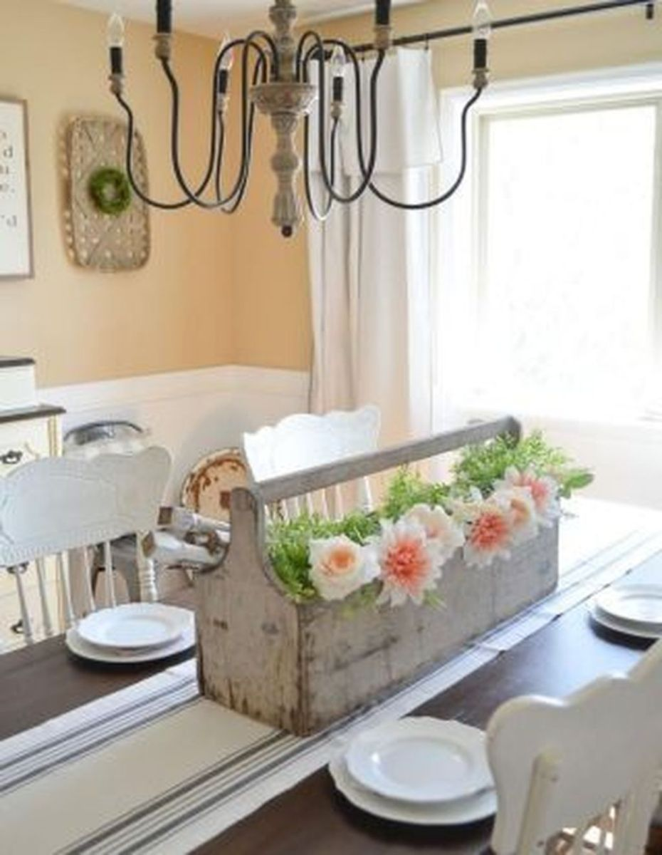 Gorgeous Spring Centerpieces Ideas For Dining Room Decor 03
