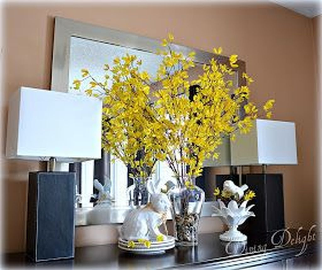 Gorgeous Spring Centerpieces Ideas For Dining Room Decor 05