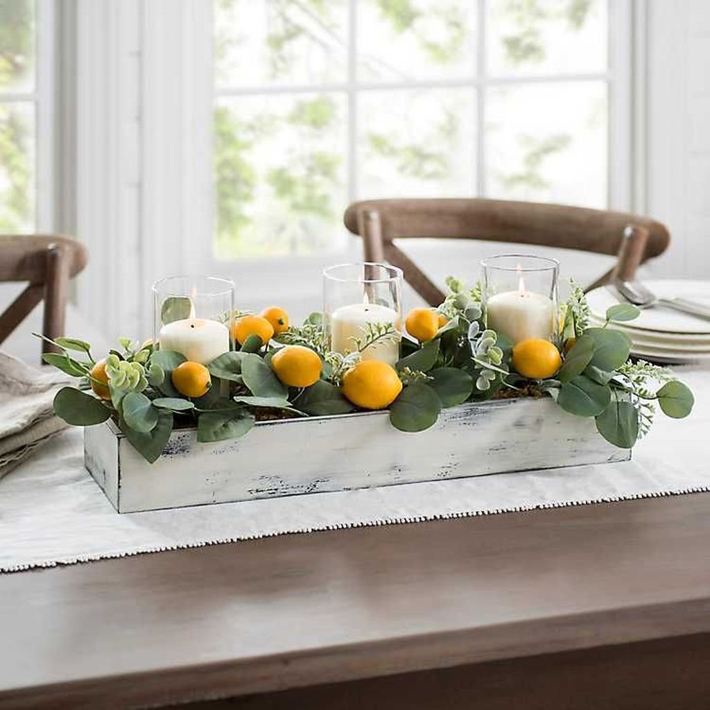 Gorgeous Spring Centerpieces Ideas For Dining Room Decor 07