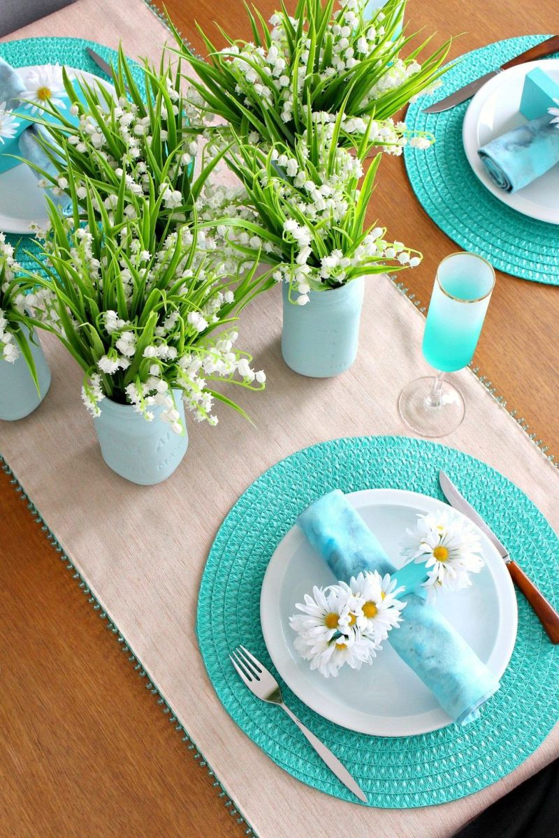 Gorgeous Spring Centerpieces Ideas For Dining Room Decor 16