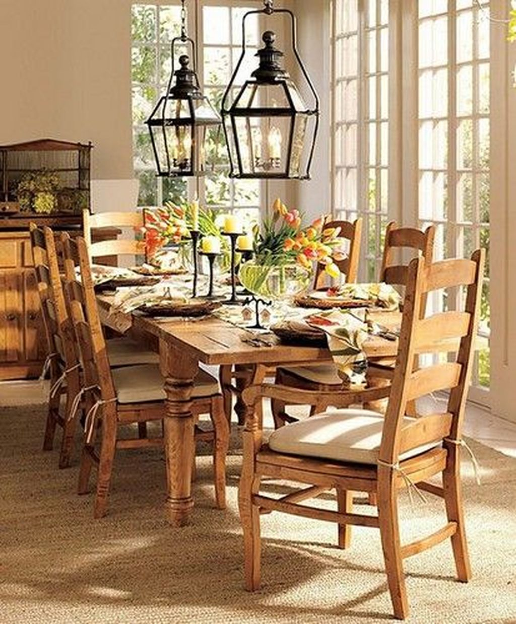 Gorgeous Spring Centerpieces Ideas For Dining Room Decor 18