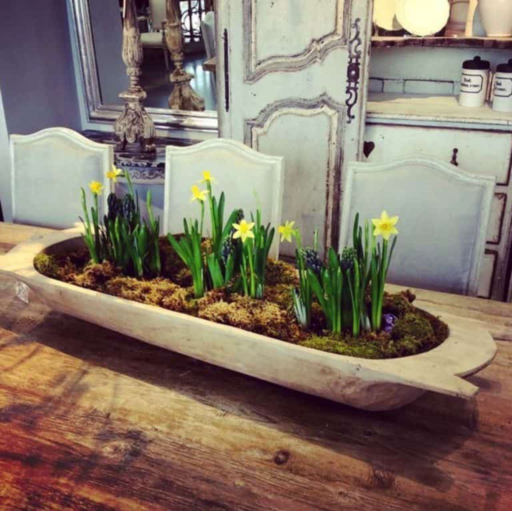 Gorgeous Spring Centerpieces Ideas For Dining Room Decor 32