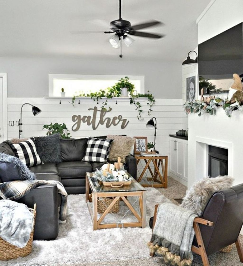 Inspiring Beachy Farmhouse Living Room Decor Ideas 26