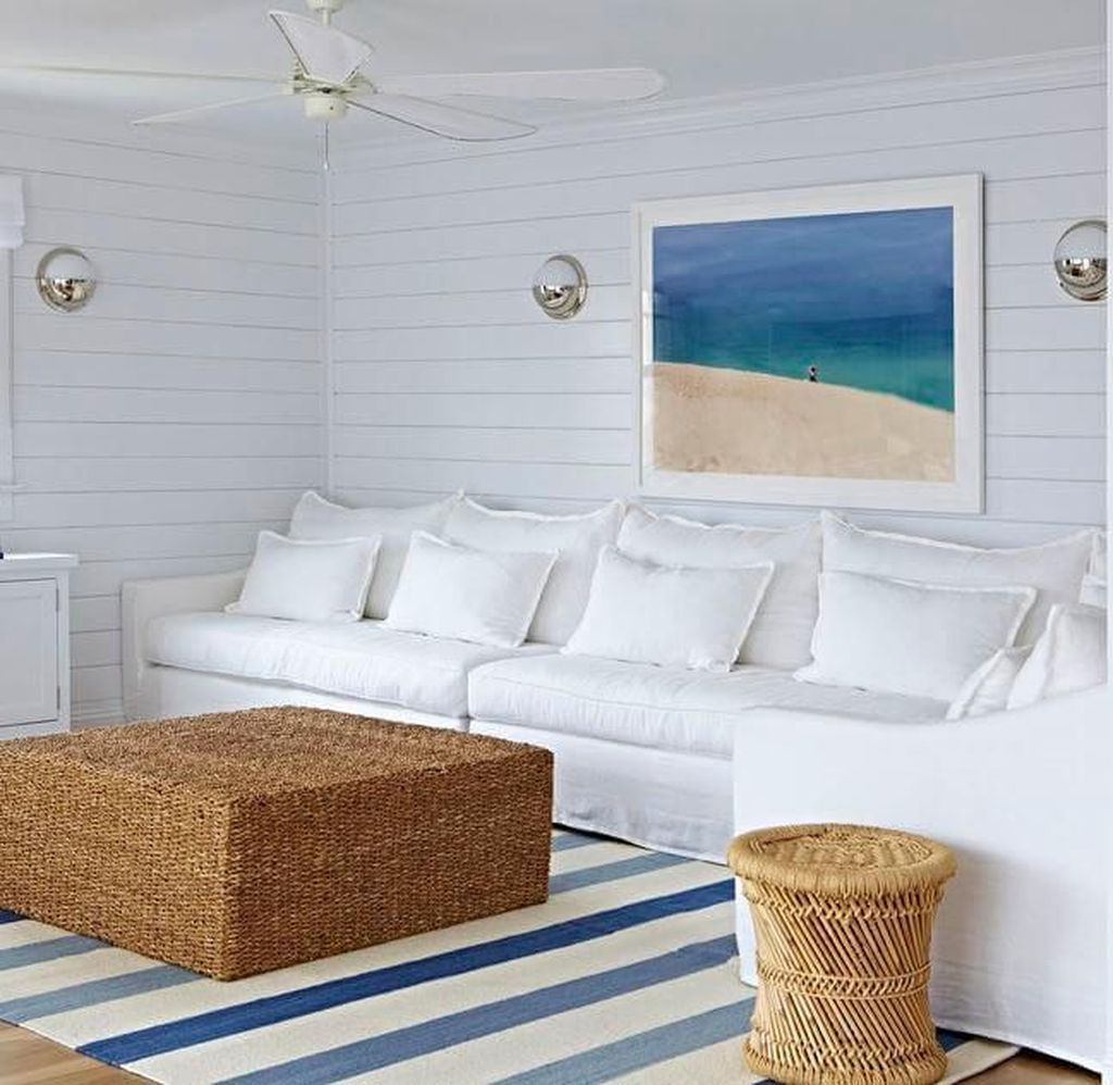 Inspiring Beachy Farmhouse Living Room Decor Ideas 28