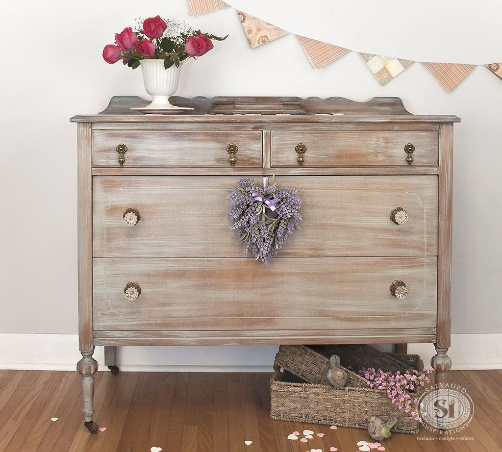 Popular Distressed Furniture Ideas To Get A Vintage Accent 19