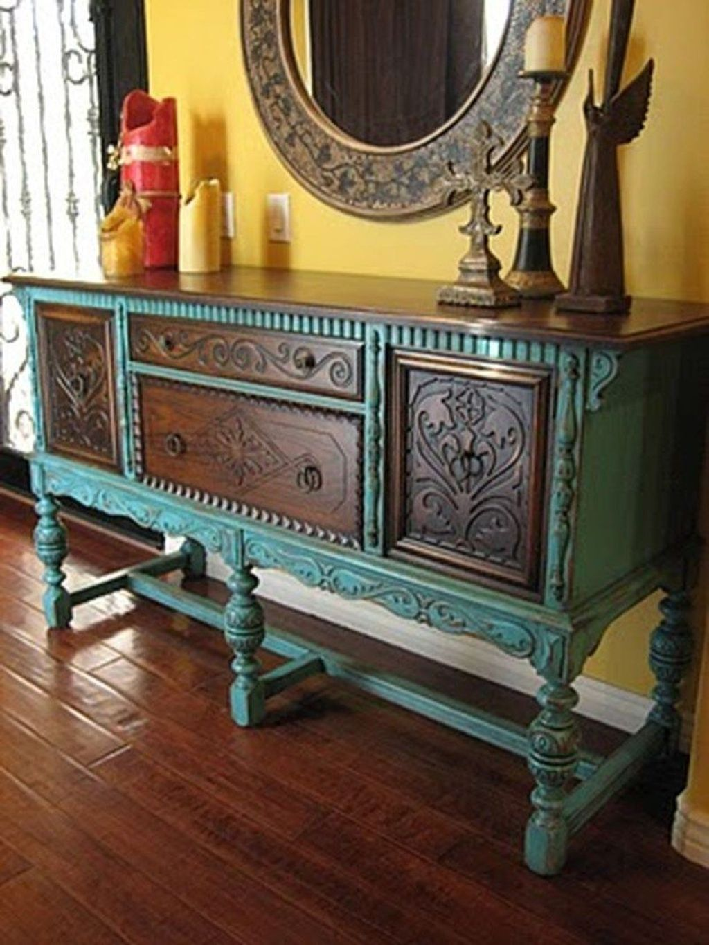 Popular Distressed Furniture Ideas To Get A Vintage Accent 31