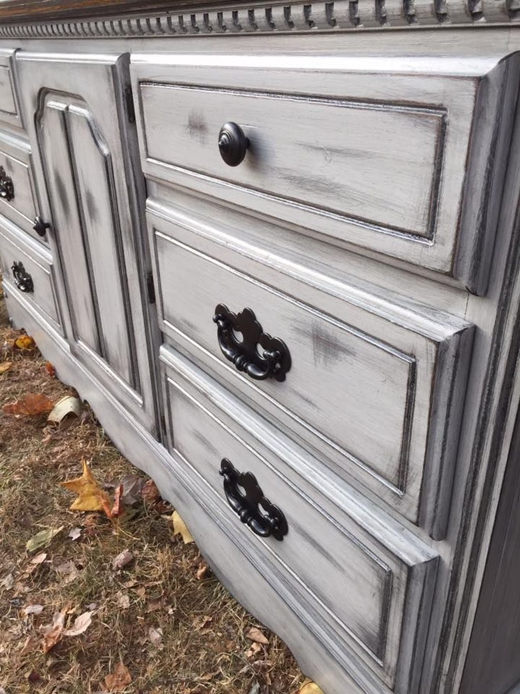 Popular Distressed Furniture Ideas To Get A Vintage Accent 33