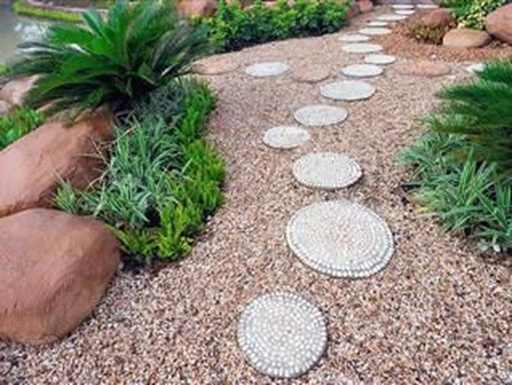 Stunning Stepping Stones Pathway Design Ideas 34