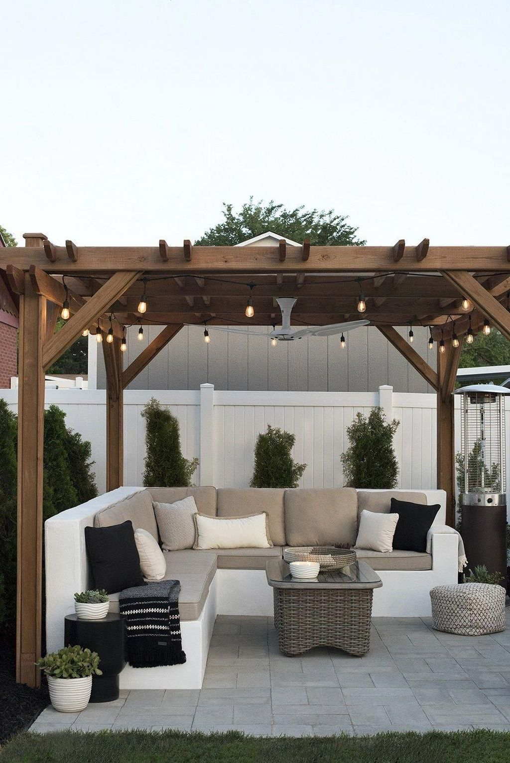 Admirable Cozy Patio Design Ideas To Relaxing On A Sunny Day 06