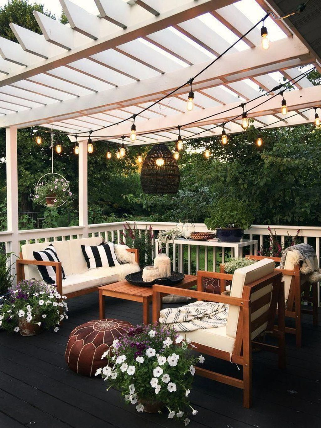 Admirable Cozy Patio Design Ideas To Relaxing On A Sunny Day 36