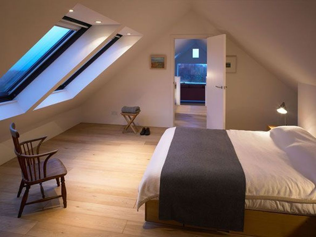 Awesome Attic Bedroom Decorating Ideas You Will Love 32