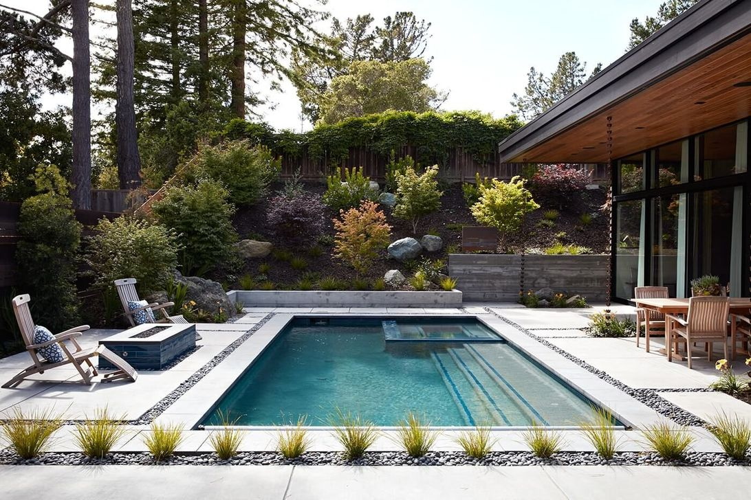 Fabulous Backyard Pool Landscaping Ideas You Never Seen Before 16
