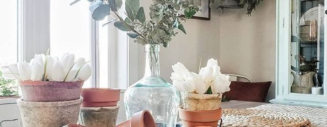 The Best Farmhouse Style Spring Tablescape Decor Ideas 24