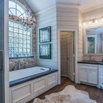 Rustic farmhouse style bathroom design ideas 19