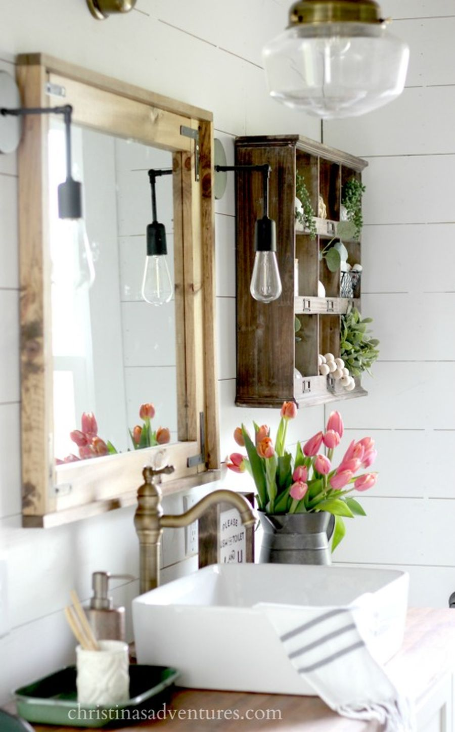 Rustic farmhouse style bathroom design ideas 63