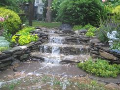 Make a mini waterfall in the garden 33