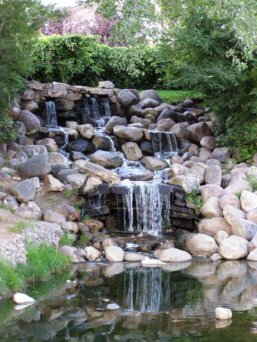 Make a mini waterfall in the garden 36 - Hoommy.com