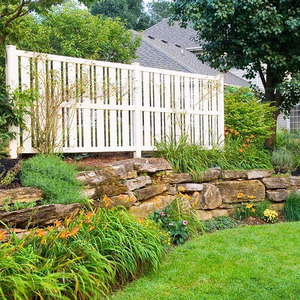 Cool Privacy Fence Wooden Design for Backyard 54 - Hoommy.com