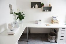 Inspiring Simple Work Desk Decorations and Setup 17