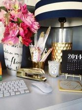 Inspiring Simple Work Desk Decorations and Setup 46