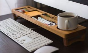 Inspiring Simple Work Desk Decorations and Setup 6