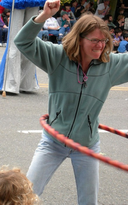 768px-Fremont_Solstice_Parade_2007_-_hula_hoops_21
