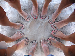 women_circle_feet