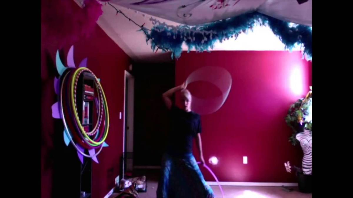 "Hula Hoop Tricks: ""The Windmill"""